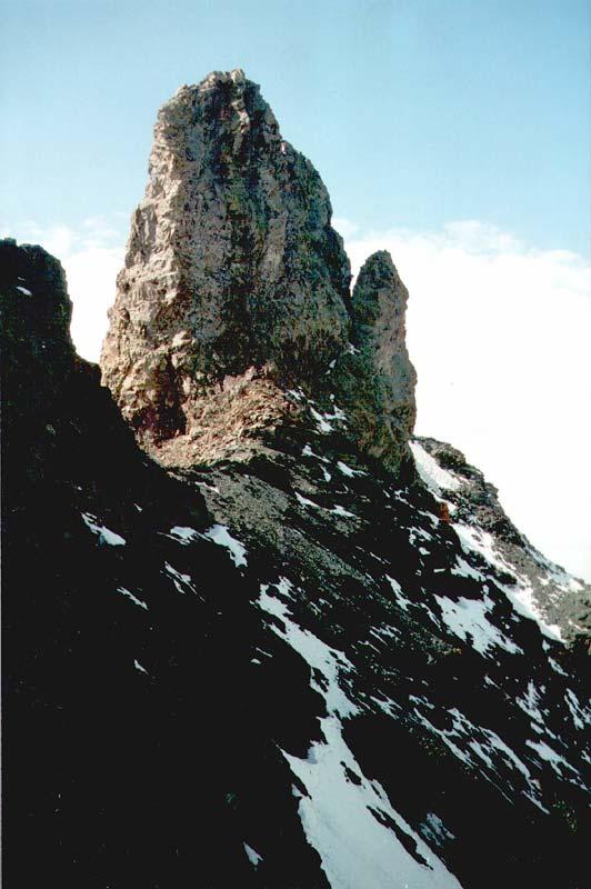 Столб на перевале Алибек