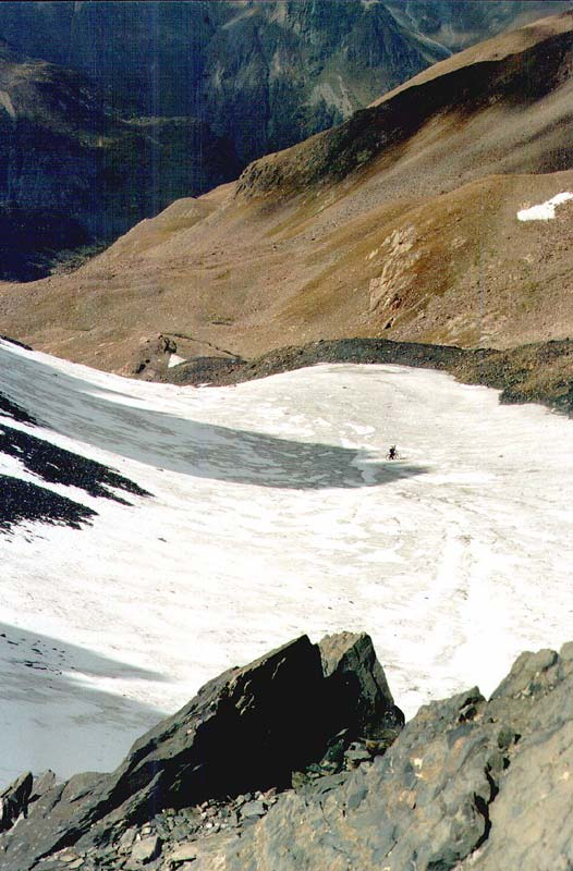 По леднику с перевала Алибек