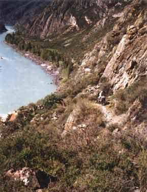 Фото 10. Спуск по тропе к р.Катунь