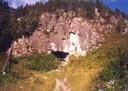 Фото 31. Вход в Денисову пещеру